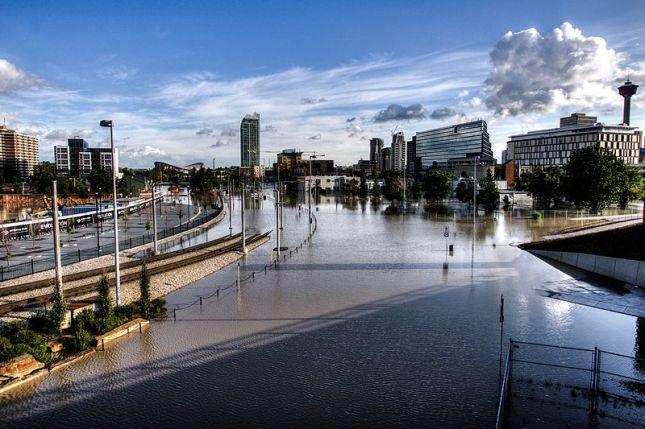 800px-east_village_calgary_flood_2013