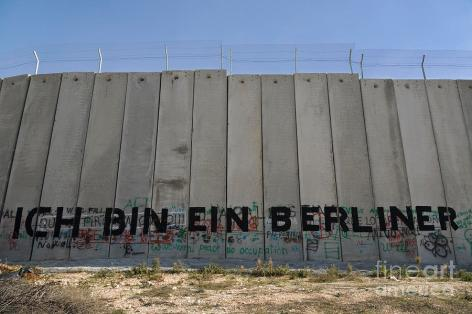 graffiti-on-the-separation-wall-in-bethlehem-stefano-baldini