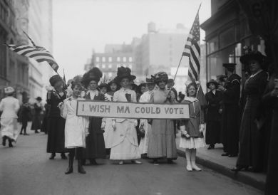 http3a2f2fmashable-com2fwp-content2fgallery2fwomens-suffrage2fsuffragettes2520march2520a2520group